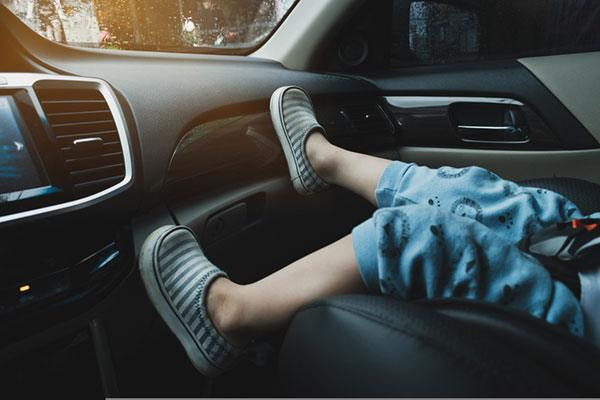 what age can a child be to sit in the front seat
